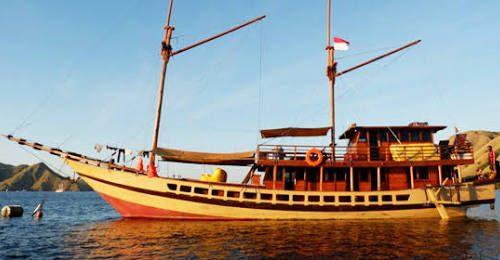 Luxury komodo Boat Charter